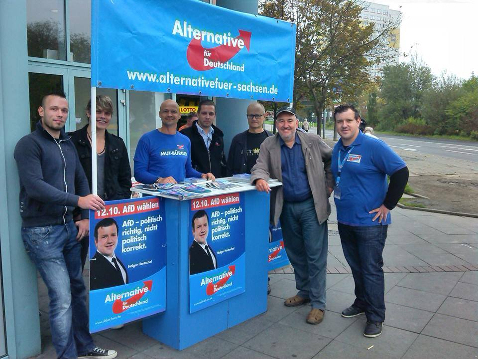 Kommunalwahlkampf in Leipzig für den späteren Stadtrat Holger Hentschel mit Andre Wendt (MdL).