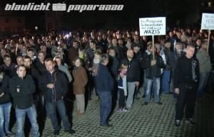 Ottendorf-Okrilla: Erneute Demo gegen Asylbewerberheim. Quelle: http://www.blaulicht-paparazzo.de/ottendorf-okrilla-erneute-demo-gegen-asylbewerberheim/