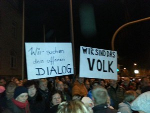 Dresden-Klotzsche, Bürgerdemo 10.11.14. Quelle: https://www.facebook.com/636833049762948/photos/a.636836113095975.1073741827.636833049762948/637982559647997/?type=1&theater