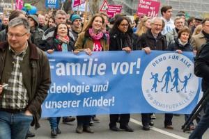 Demo in Stuttgart. Quelle: https://scontent-vie1-1.xx.fbcdn.net/hphotos-xpf1/t31.0-8/p180x540/10995461_1653058304913195_8762409500704023089_o.jpg
