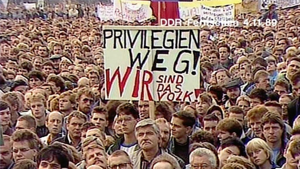Demo auf dem Alex, 4.11.1989. Quelle: http://www.mdr.de/damals/archiv/bild170604-resimage_v-variantSmall16x9_w-1792.jpg?version=1725