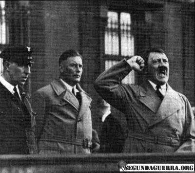 Hitler und Hanussen. Quelle: https://segundaguerra.net/o-nazismo-e-o-ocultismo-parte-2/
