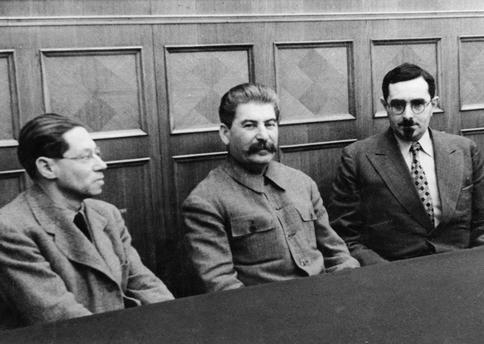 Feuchtwanger und Stalin. Quelle: https://www.akg-images.de/Docs/AKG/Media/TR5/0/9/5/4/AKG3962756.jpg