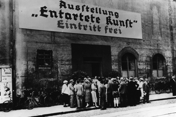 Ausstellungseröffnung in München. Quelle: http://www.bpb.de/cache/images/2/252372-3x2-article620.jpg?6441B