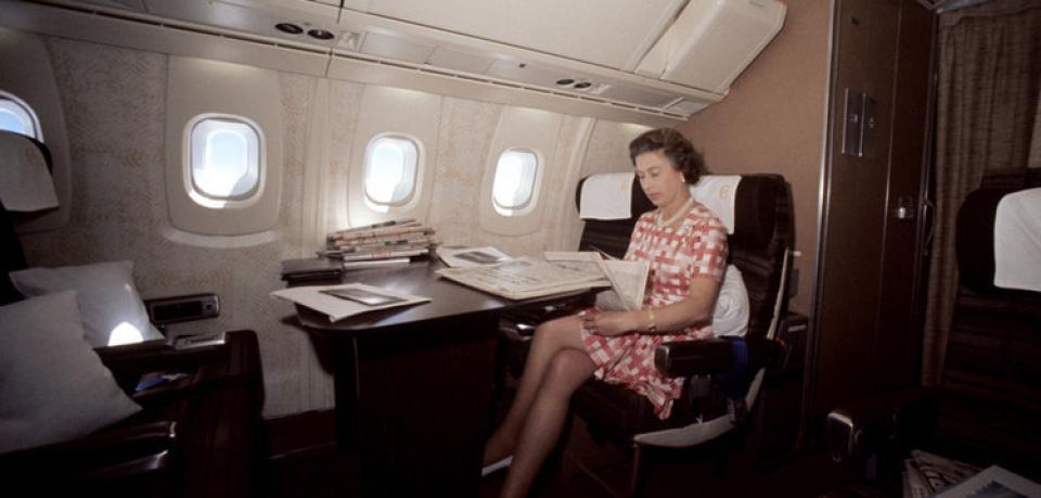 Die Queen an Bord. Quelle: https://www.welt.de/img/vermischtes/mobile101262532/5481622987-ci23x11-w960/concorde-76-queen-DW-Wirtschaft-Frankfurt-Archiv-jpg.jpg