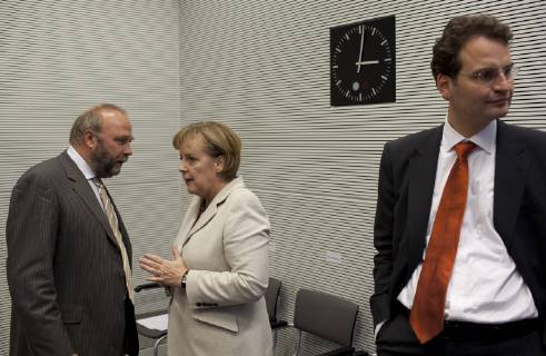 Günter Nooke und Angela Merkel. Quelle: https://www.imago-images.de/imagoextern/asp/default/bild.asp?c=x%B7%9Cl%8E%5F%82Zg%7D%5CZS%BC%C1k%B6T%AB%84o%C4%A8%B8%D1%BE%B0%9E%B2%C7%BCU%82%A0%B3%90%B2%A2L%7B%D3%B1%C0%BA%B4%B0%BF%BAk%A3x%B5r%8A%AA%8Dp%9D%CF%BB%8E%C2%B4%95%BF%D0%C8%9C%AC%C8%D4%B5%90%60%9DS%9A%9F%B3%C8k%8D%AD%C5%A3%AF%5E%A7%93%60G%AC%93%9FJf%B5%8B%B5%CA%C1m%88%9B%98%9F%9F%9CF%AB%94%BC%C4%AD%B6K%995%9E%A1%A6%CEm%95%C6%99%AB%BB%AE%5E%8A%5BkrwTa%82%60%97P%9D%A9%7C%CC%B5%9D%BF%C9