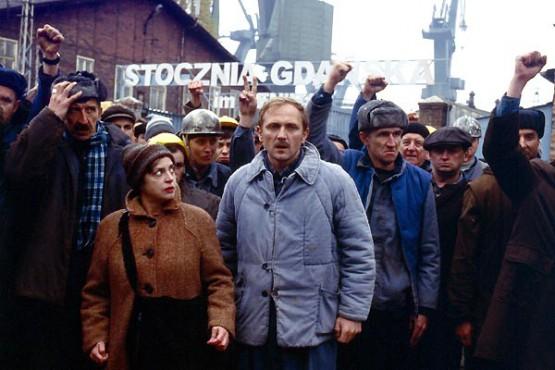 Szenenbild Strajk. Quelle: http://de.web.img3.acsta.net/r_1280_720/medias/nmedia/18/63/12/23/18673935.jpg