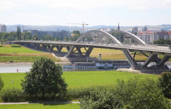 Waldschlößchenbrücke. Quelle:https://media.tag24.de/0/8/4/840v1dfqt1n7yy1a.jpg